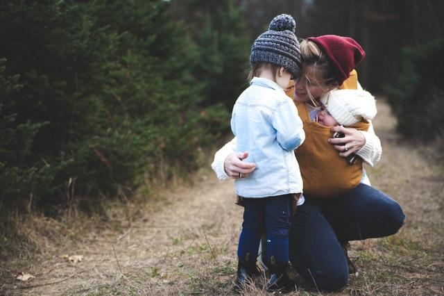slow parenting, zasady slow parentingu, wychowanie dziecka, jak wychować dziecko, rozwój dziecka, slow parenting co to, charakterystyka slow parentingu,