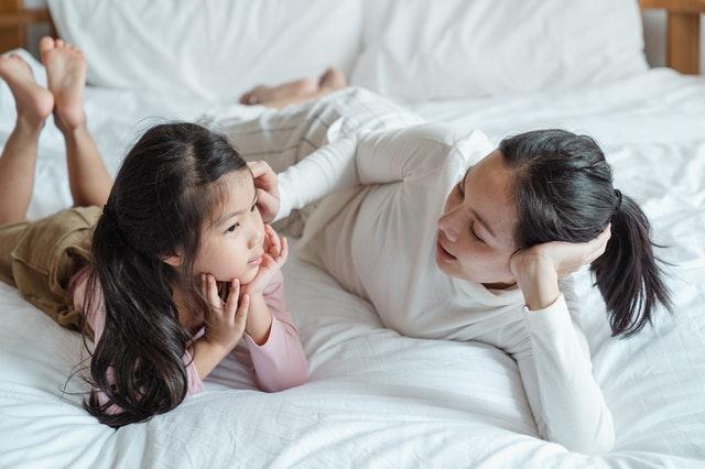 slow parenting, zasady slow parentingu, wychowanie dziecka, jak wychować dziecko, rozwój dziecka, slow parenting co to, charakterystyka slow parentingu