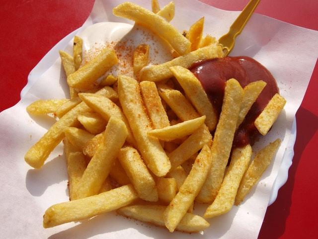 fast food, niezdrowe jedzenie, jak jeść fast foody, zdrowy fast food, zdrowszy fast food, restauracje fast food, jedzenie z fast foodów,