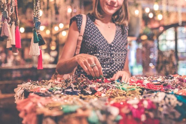 impulsywne zakupy, zakupy bez przemyślenia, jak walczyć z impulsywnymi zakupami, jak radzićsobie z robieniem zakupów, kupowanie niepotrzebnych rzeczy,