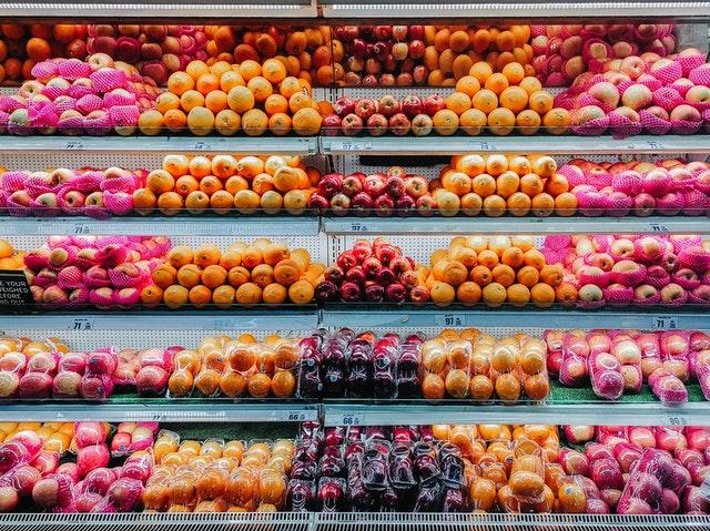 jak oszczędzać na jedzeniu, oszczędzanie na jedzeniu, jak mniej wydawać, planowanie budżetu, lista zakupów, sposoby na oszczędność w kuchni,