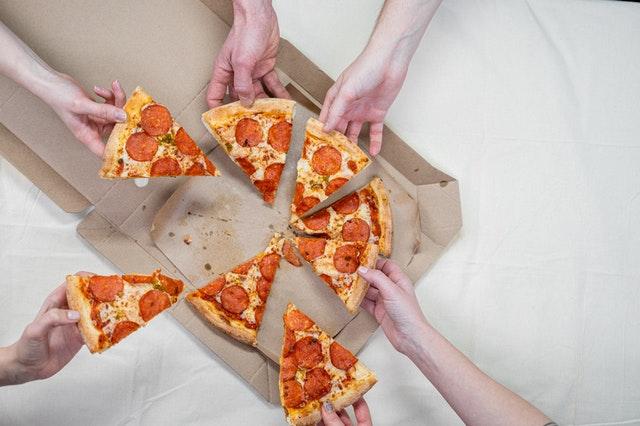 fast food, czemu fast food szkodzi, czemu fast food uzależnia, wady jedzenia w fast foodach, konsekwencje fast foodów, uzależnienie od fast foodów,