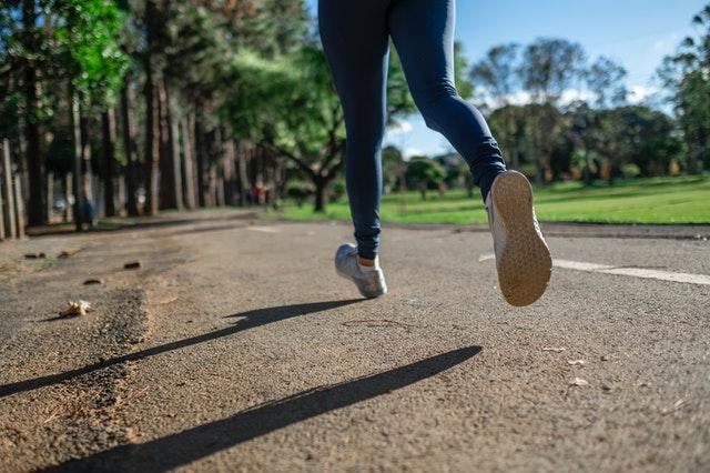 bieganie, jak zacząć biegać, zalety biegania, korzyści biegania, początki biegania,