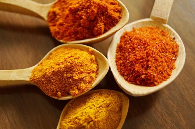ostre przyprawy, zalety ostrych przypraw, czemu warto jeść ostre dania, ostre dania, ostra papryka, papryka chili, właściwości ostrych przypraw, korzyści z ostrych dań, pikatne rzeczy a zdrowie,