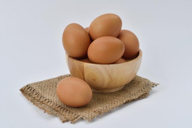 zamienniki jajka, czym zastąpić jajko, jak zastąpić jajko w produktach, co zamiast jajka, co dodać zamiast jajka, jak upiec ciasto bez jajka,