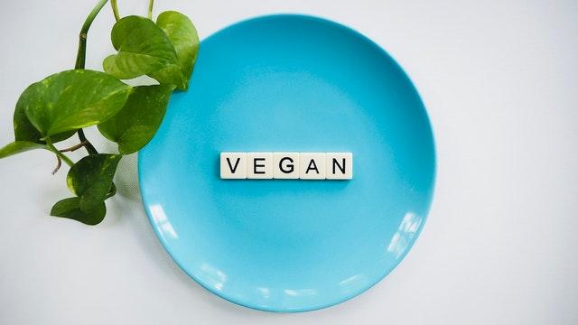 zamienniki mięsa, jak zamienić mięso w diecie, co zamiast mięsa, co jeść zamiast mięsa, wegańskie odpowiedniki mięsa, weganizm a mięso, potrawy z wegańskim mięsem,