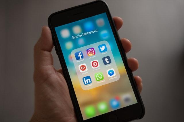 social media, uzależnienie od social media, jak ograniczyć social media, jak ograniczyć korzystanie z facebooka, jak ograniczyć korzystanie z instagrama, jak ograniczyć korzystanie z aplikacji, jak ograniczyć korzystanie z telefonu, czemu social media uzależniają, media społecznościowe, portale społecznościowe,